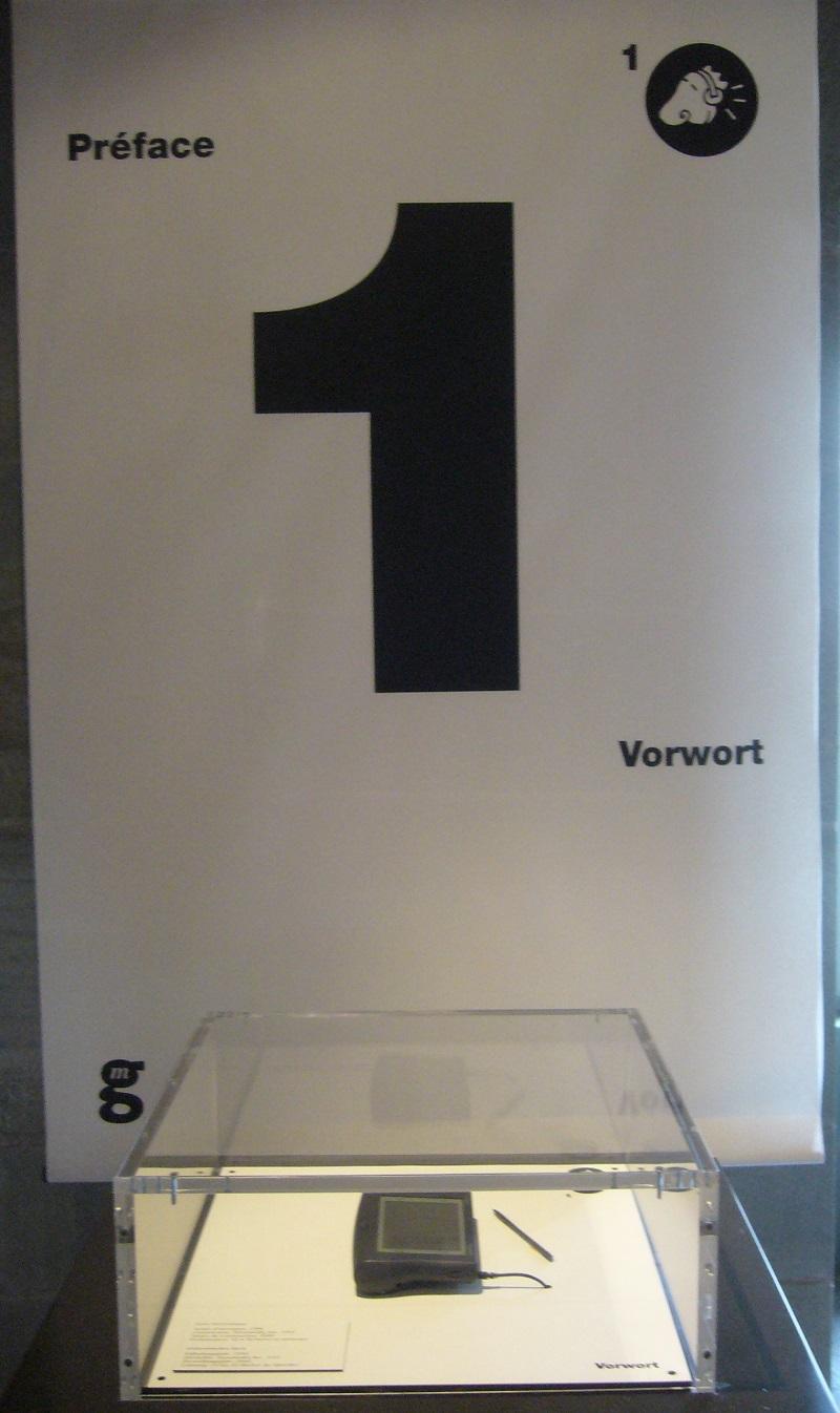 Tablica informacyjna na ekspozycji (z czytnikiem Kindle), fot. A. Manicka