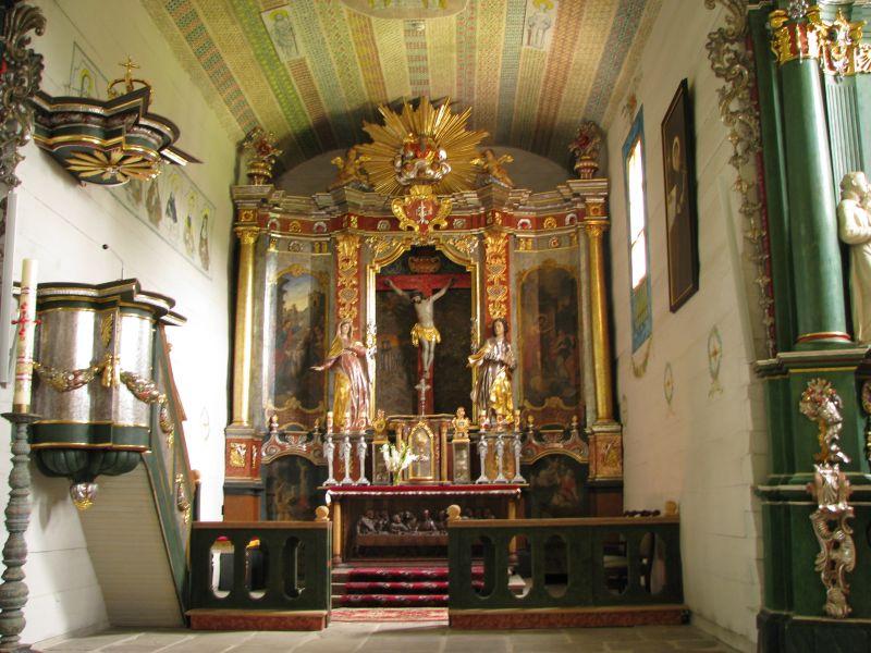 Sądecki Park Etnograficzny. Na zdjęciu wnętrze kościoła ze wsi Łososina Dolnej