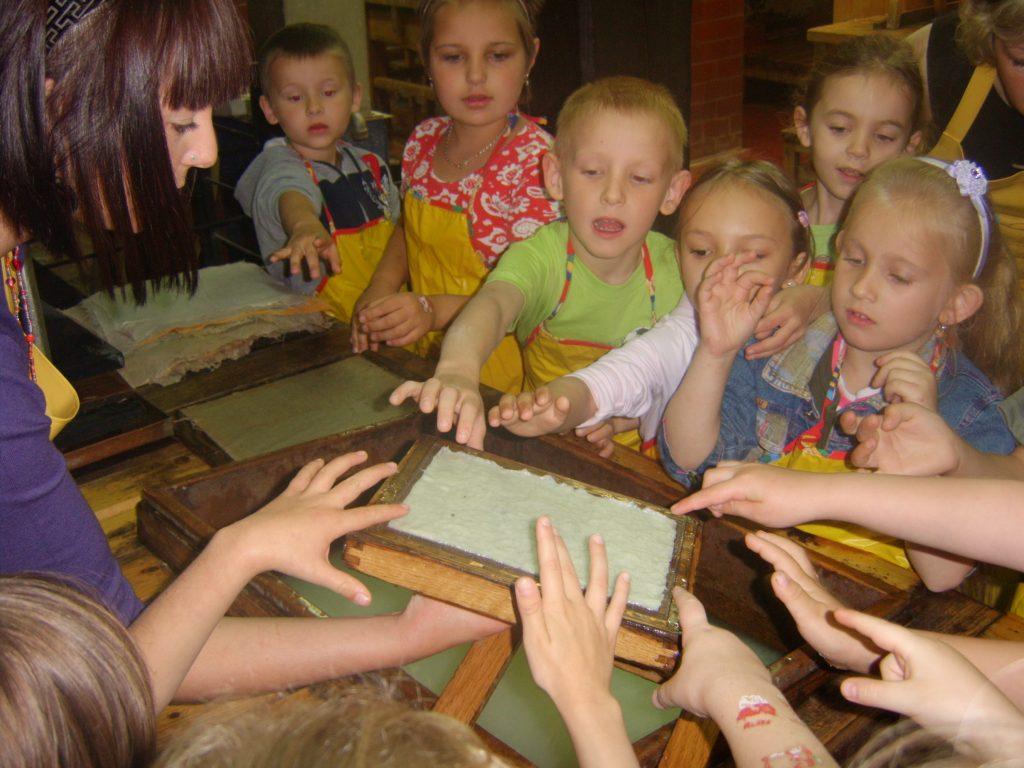 Dusznickie przedszkolaki na zajęciach muzealnych