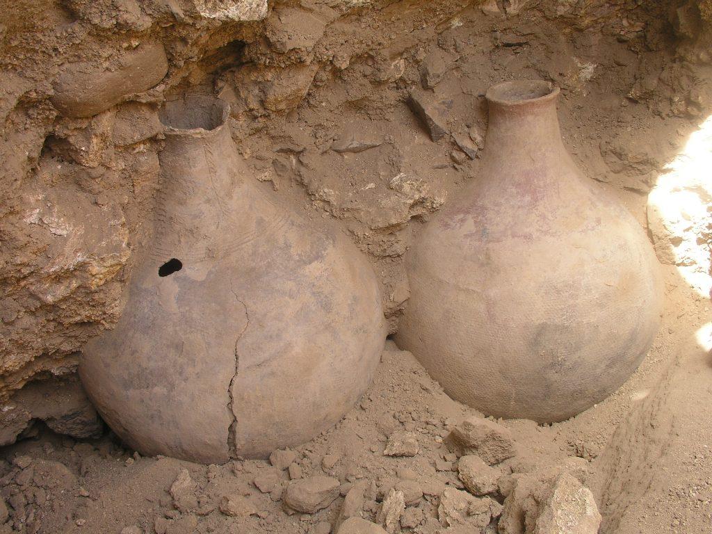 Ceramiczne butle na piwo znalezione przez poznańskich archeologów w Sudanie, fot. Muzeum Archeologiczne w Poznaniu