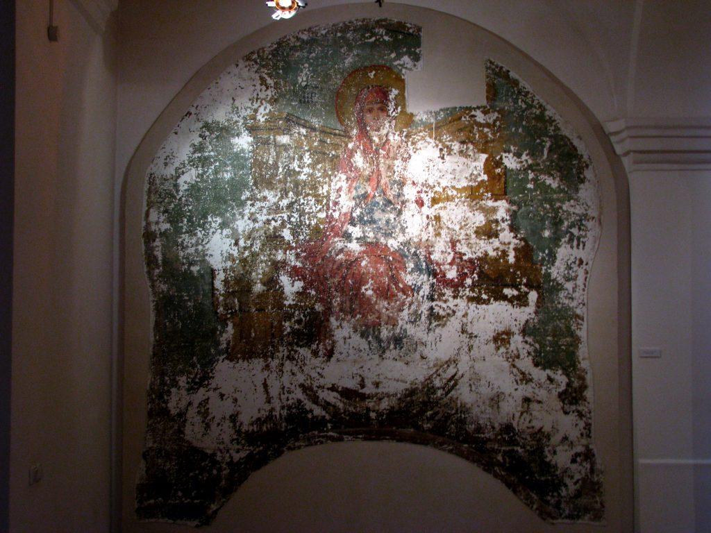 Muzeum Sztuki_Freski przeniesione z Monastyru na ekspozycji
