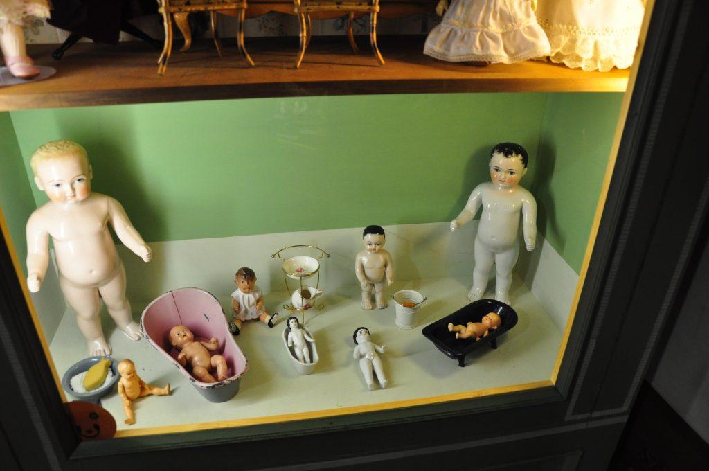 Lalki kąpielowe wykonane z porcelany