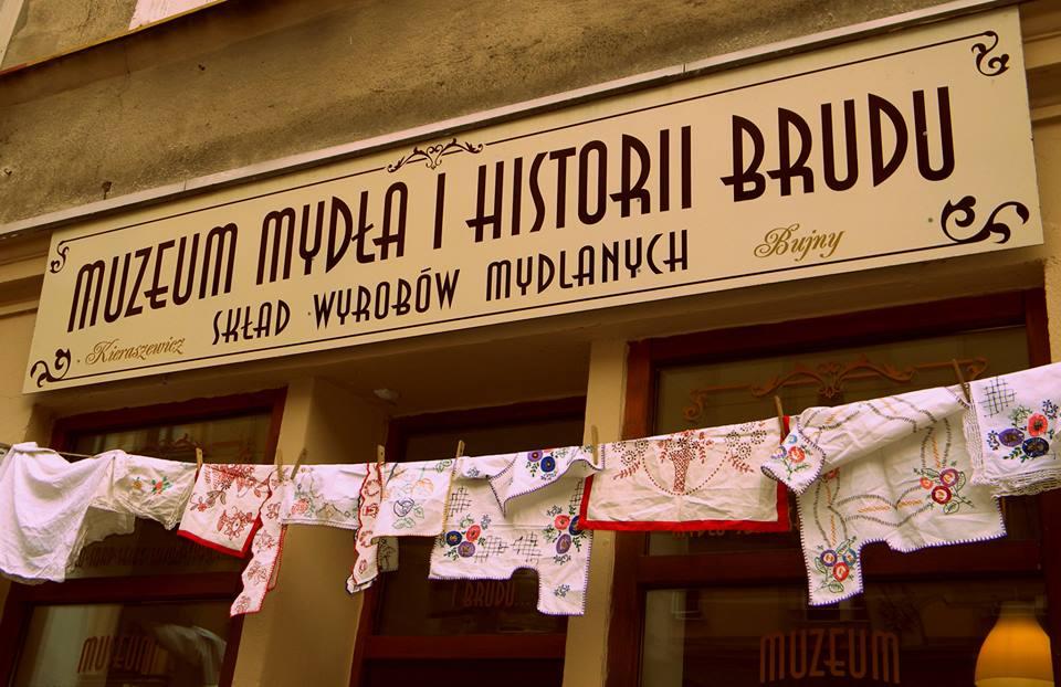 Wejście do muzeum Mydła i Historii Brudu (fot. muzeummydla.pl)