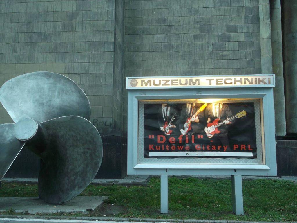Fasada PKiN w Warszawie od strony Muzeum Techniki i Przemysłu NOT (fot. M. Kiełbus)