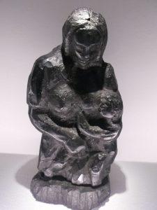 F. Kurzeja, Macierzyństwo – rzeźba w węglu [fot. M. Kiełbus]