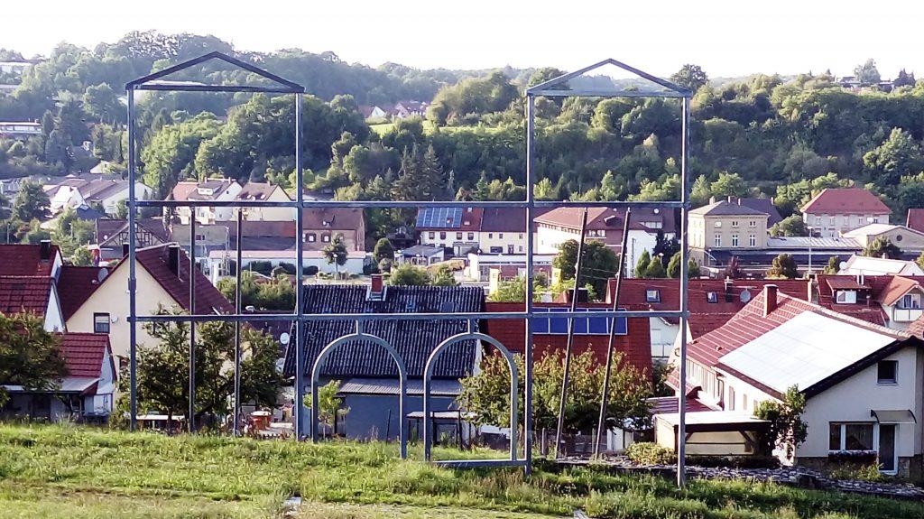 Brama z widokiem na współczesne miasto, fot. W. Pokojska