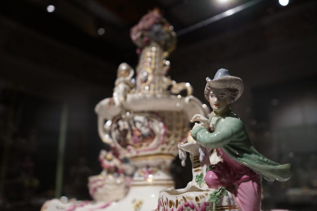 Porcelanowy serwis przyprawowy, fragment, fot. P. Chwalba
