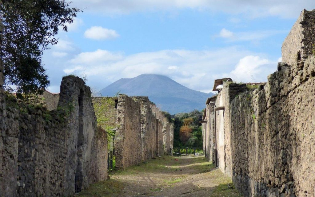 Pompeje - widok na Wezuwiusza